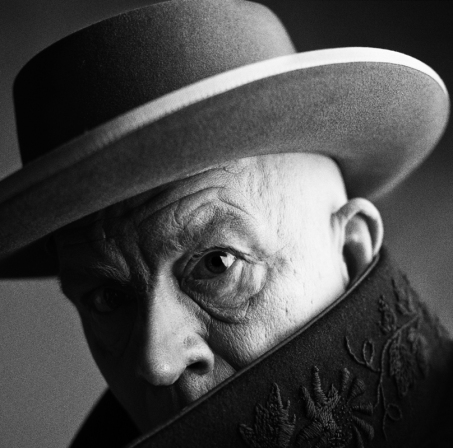 Irving_Penn___Pablo_Picasso,_Cannes,_France_(1957),_2014